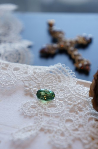 ときめきの宝石たち(デマントイドガーネット)