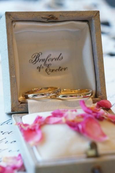 お二人らしい結婚指輪を