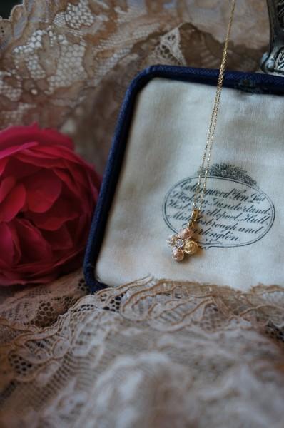 薔薇とダイアモンドのペンダント